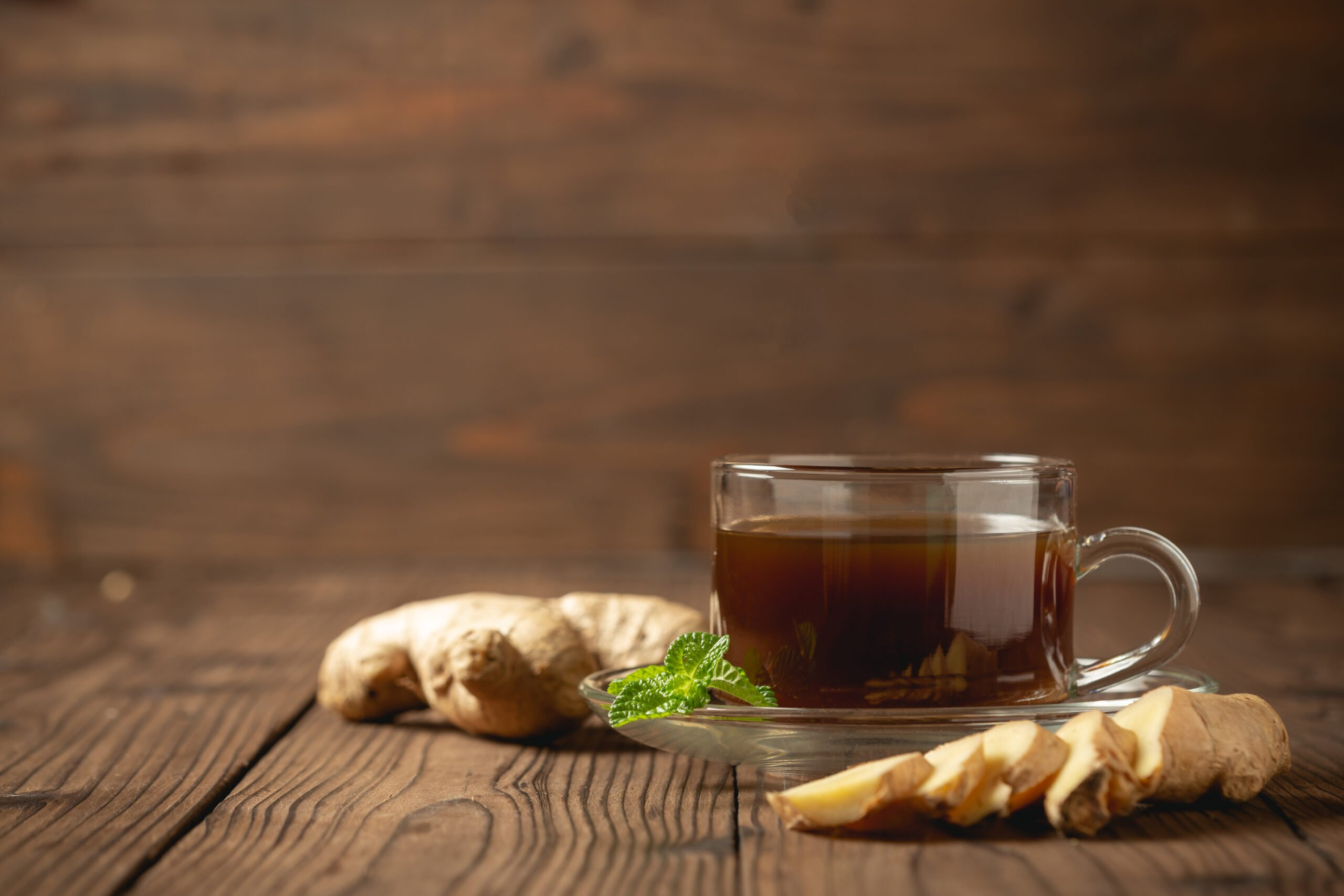 hot-ginger-juice-and-ginger-sliced-on-wooden-table-1-scaled